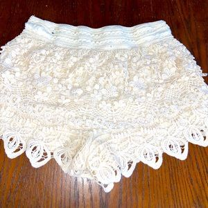 Woman's no boundaries cream Crochet shorts